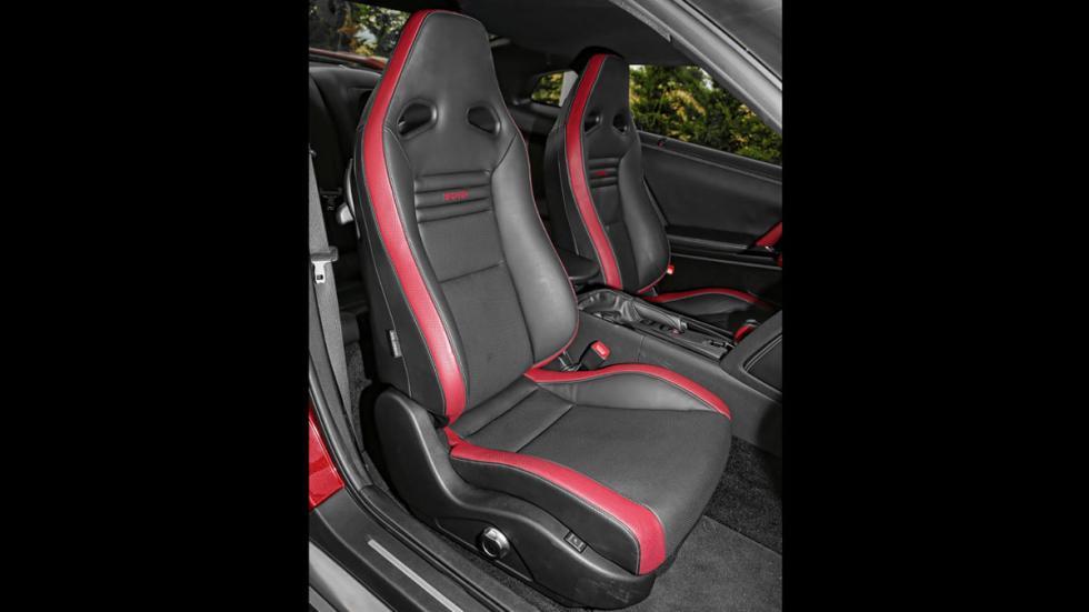 Nissan GT-R asientos