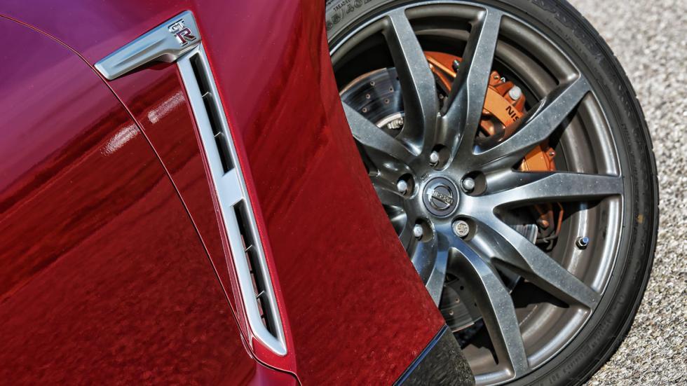 Nissan GT-R llanta