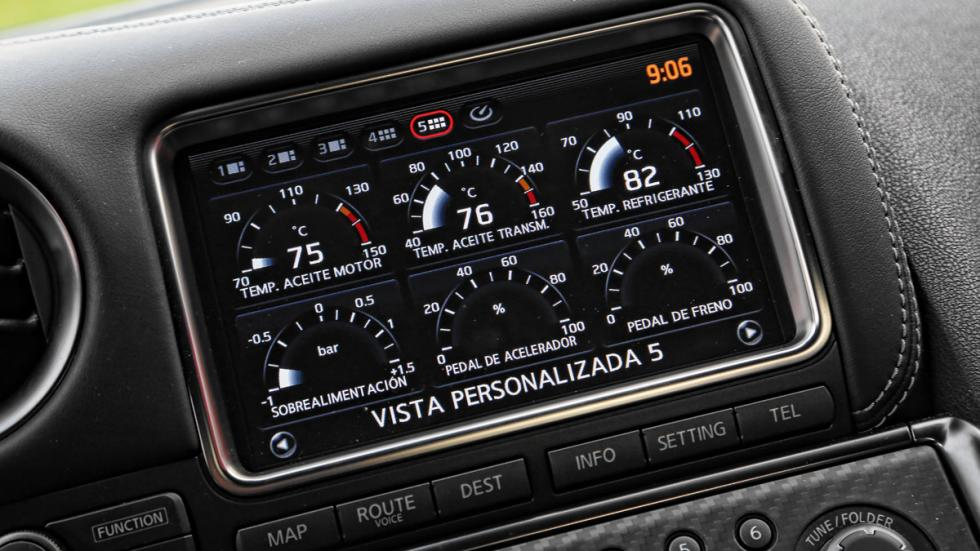 Nissan GT-R pantalla de información