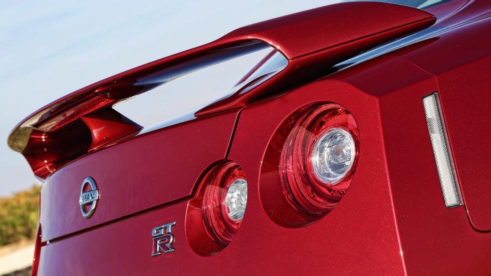 Nissan GT-R alerón