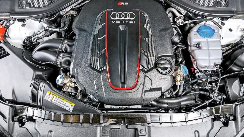 Audi RS7 Sportback en circuito frontal motor
