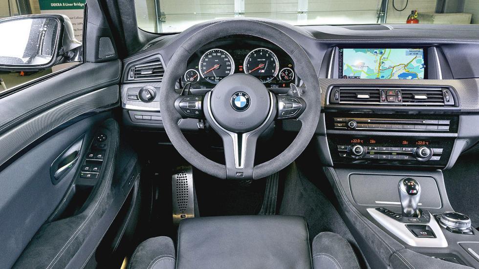BMW M5 30 JAHRE interior