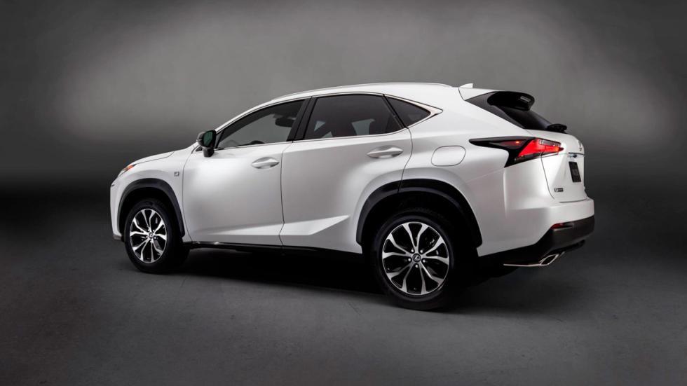 Lexus NX trasera