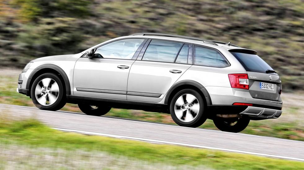 Skoda Scout 2014 lateral