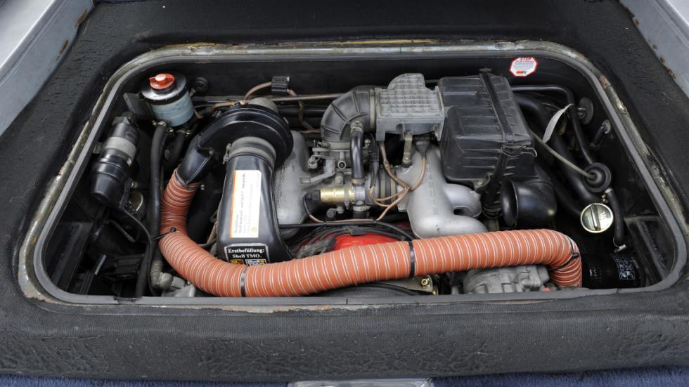 El motor del Porsche B32 estaba embutido en el estrecho vano motor