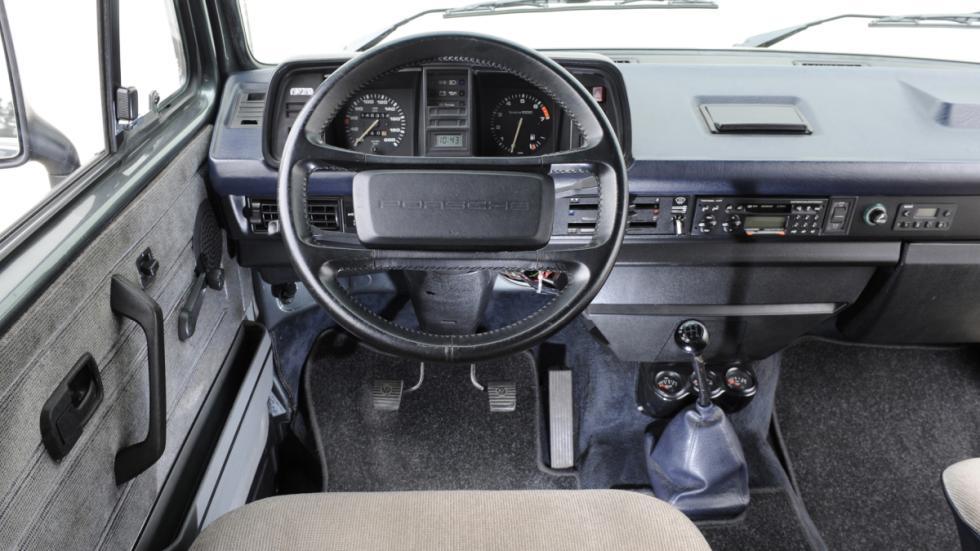 El Porsche B32 tenía un interior casi normal...