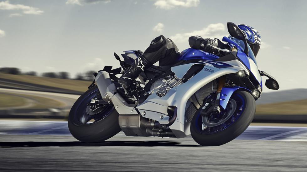Yamaha R1 2015 1