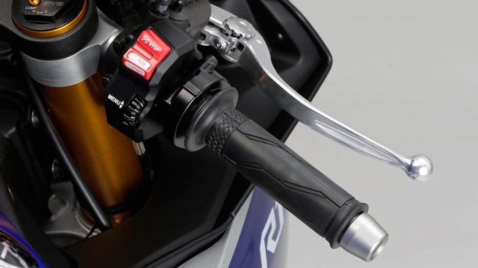 Yamaha R1 2015 10