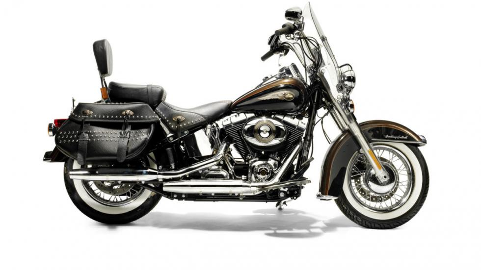 Subasta de la Harley-Davidson del Papa Benedicto XVI lateral derecha