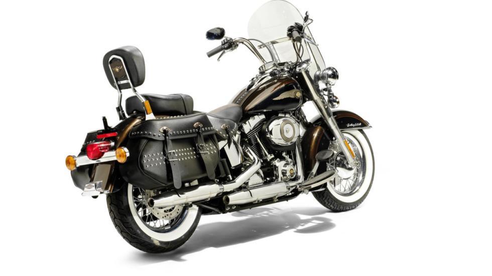 Subasta de la Harley-Davidson del Papa Benedicto XVI trasera