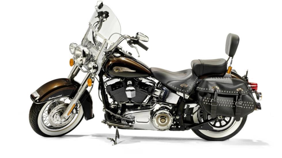 Subasta de la Harley-Davidson del Papa Benedicto XVI lateral izquierda