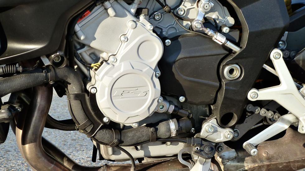 MV Agusta Brutale 800 motor