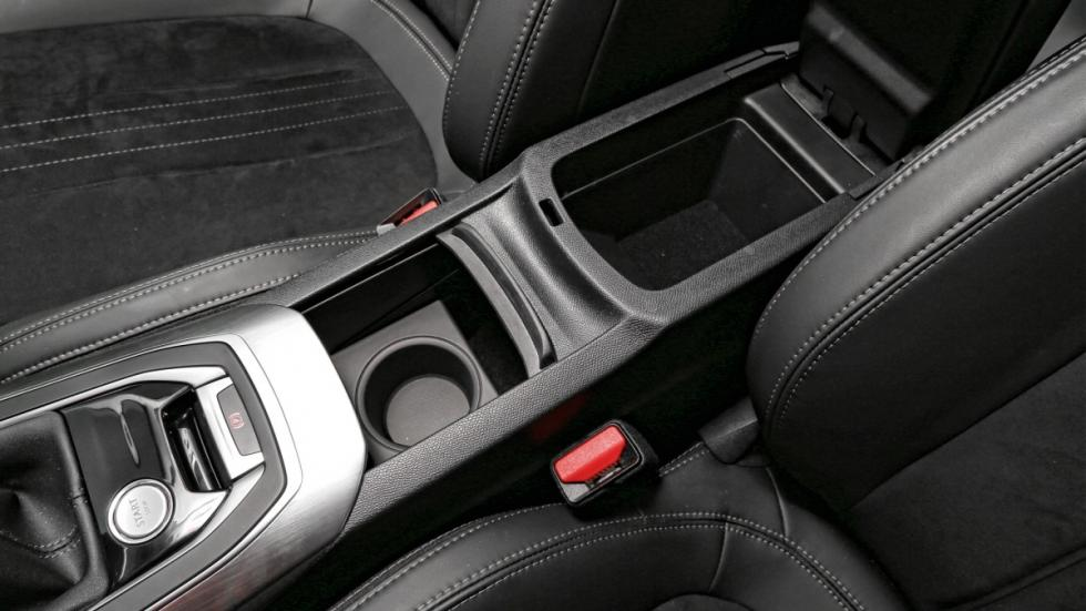 Peugeot 308 huecos reposabrazos