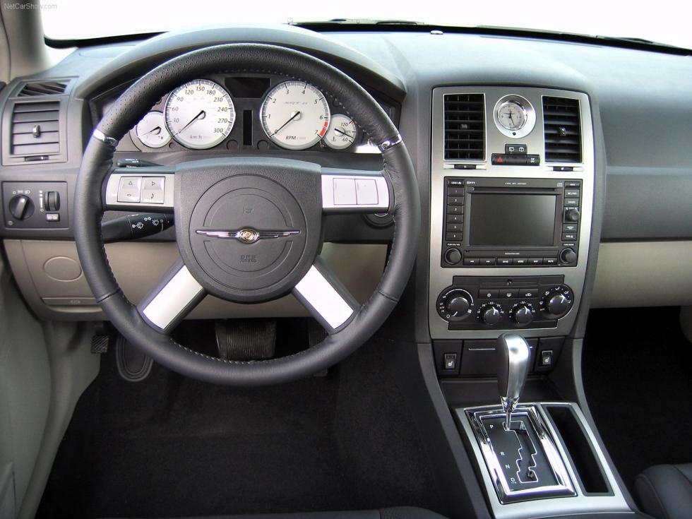Chrysler 300 C Touring SRT8 - Interior
