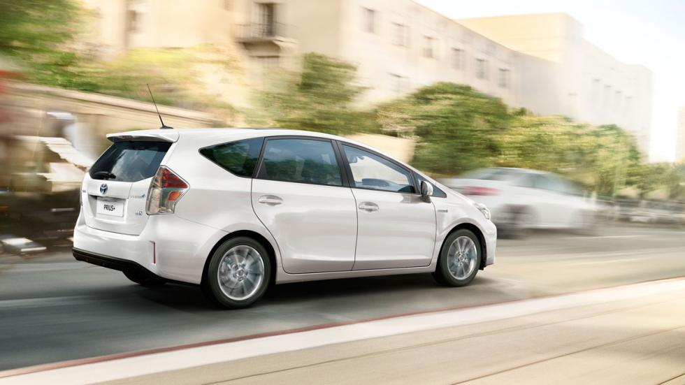Toyota Pruis+ 2015 trasera