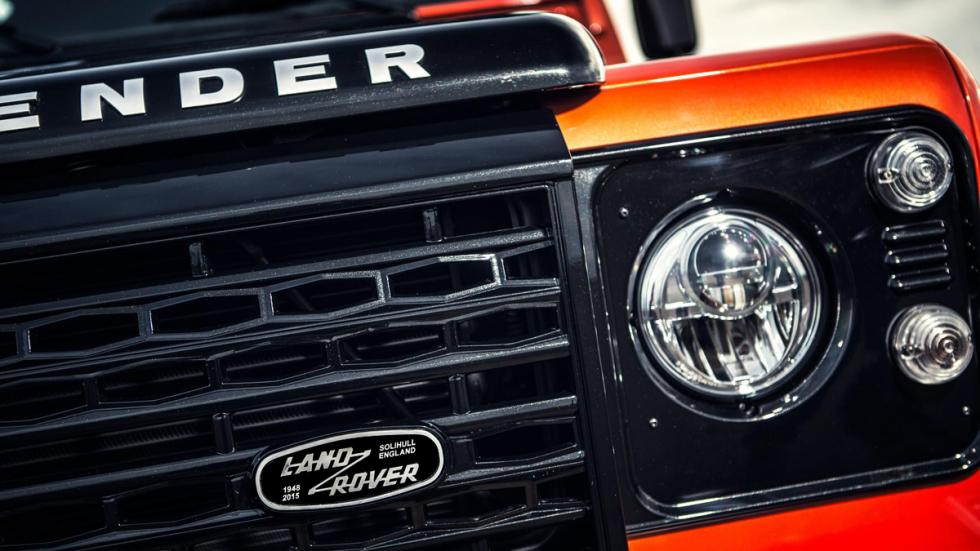 Land Rover Defender Adventure parrilla