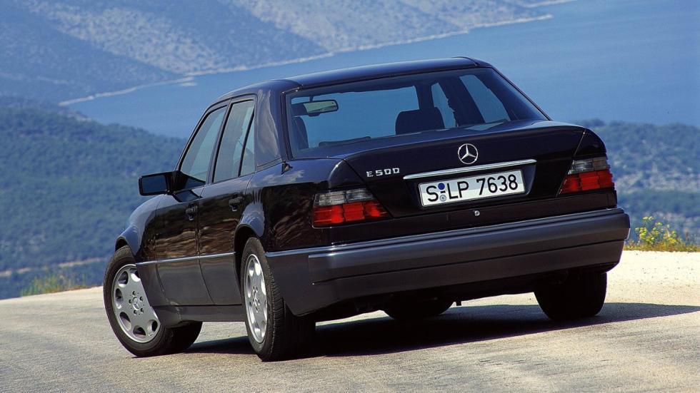 coches 1990 deberías probar Mercedes 500E zaga