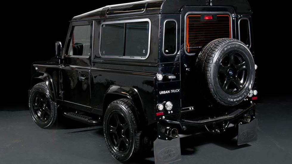 Land Rover Defender Ultimate RS detalle zaga