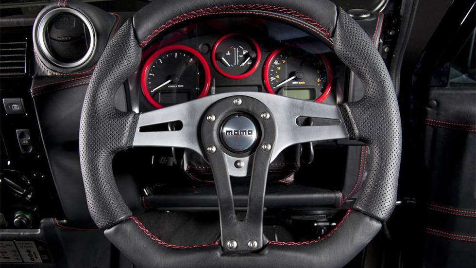 Land Rover Defender Ultimate RS detalle volante