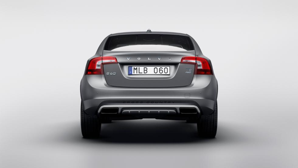 Volvo_S60_Cross_Country_2015-Maletero