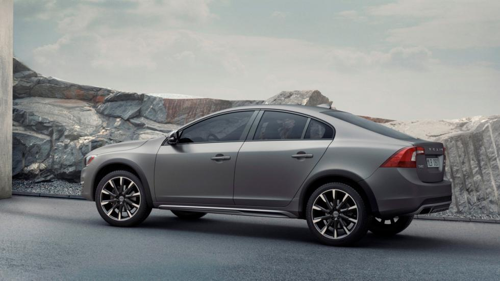 Volvo_S60_Cross_Country_2015-3/4 Trasera