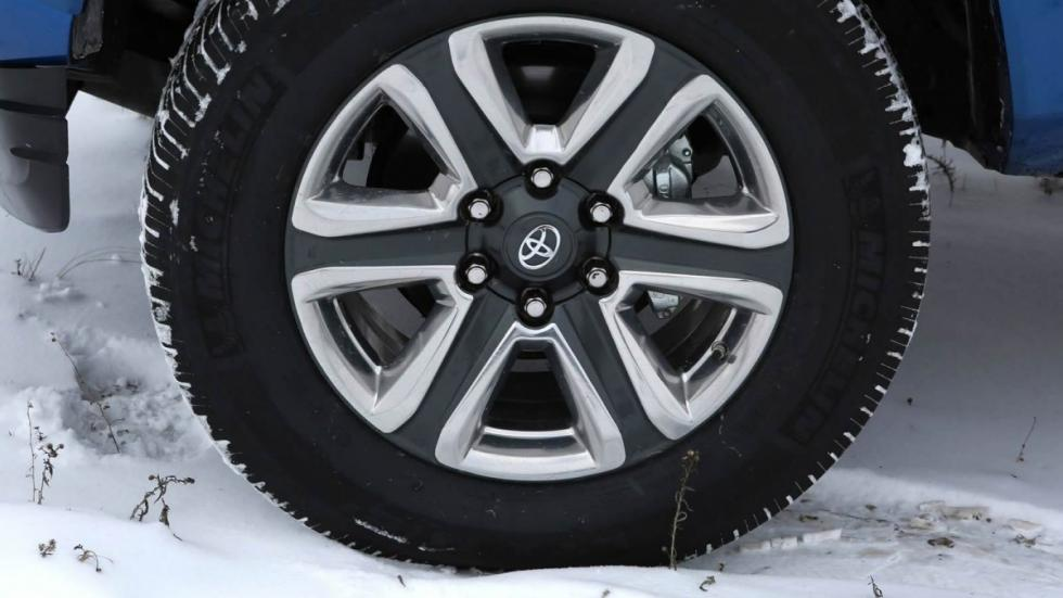Toyota Tacoma 2016 neumático