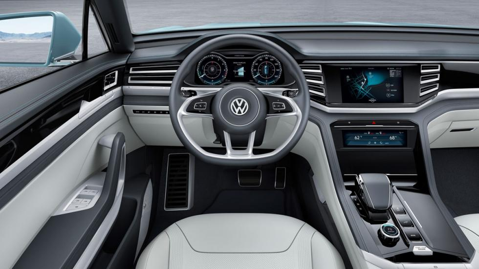 volkswagen cross coupé GTE puesto de conducción