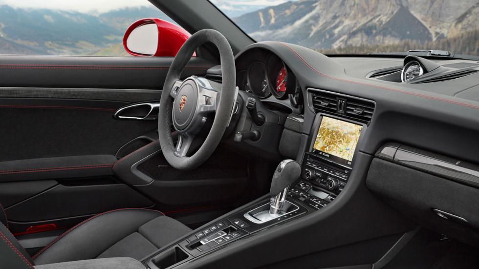 Porsche 911 Targa 4 GTS interior