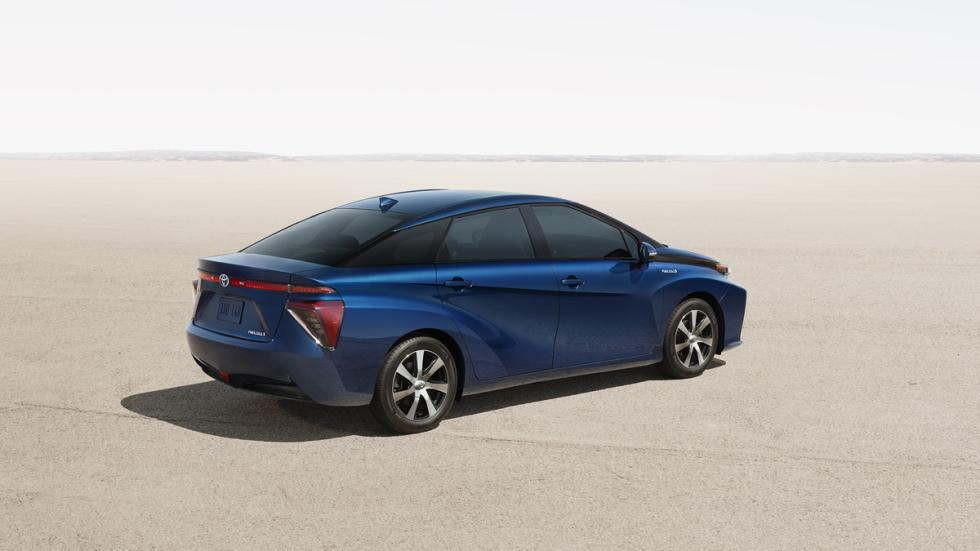 Toyota Mirai tres cuartos trasero