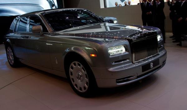 Rolls-Royce Phantom Series II tres cuartos delantero 2