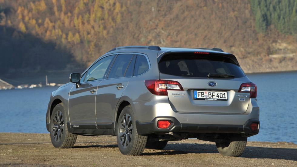Subaru Outback 2015 trasera