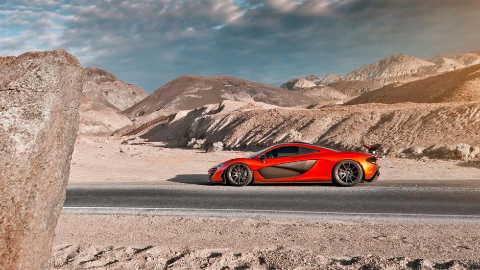 McLaren P1 en Death Valley perfil