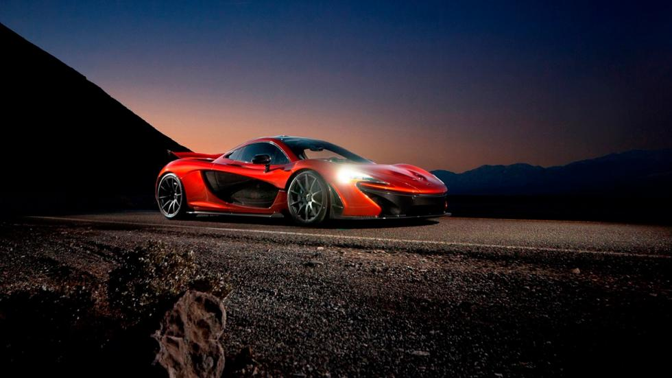 McLaren P1 en Death Valley faros