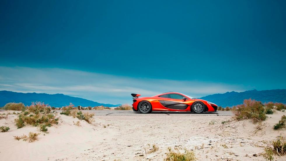 McLaren P1 en Death Valley estática