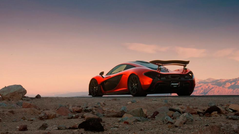 McLaren P1 en Death Valley puesta de sol
