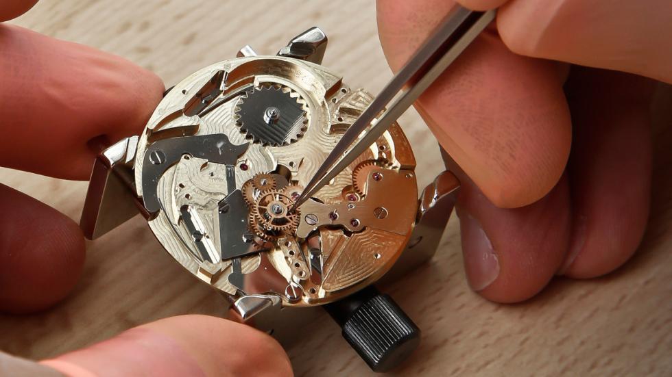 Reloj concept de Pecqueur Conceptuals porPeugeot Design Lab maquinaria 2