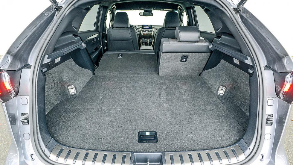 Lexus NX 300h interior maletero
