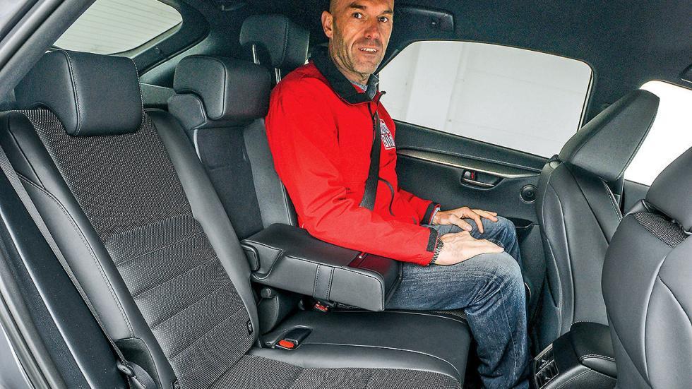 Lexus NX 300h interior traseras