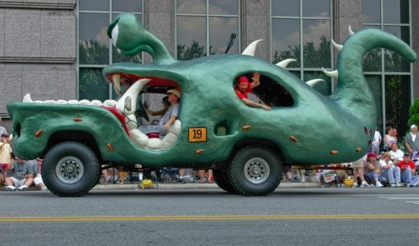 Si este coche de carnaval te recueda al Lagarto Juancho, es que ya peinas canas