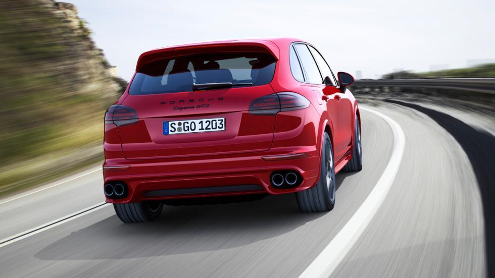 Porsche Cayenne GTS - trasera en movimiento