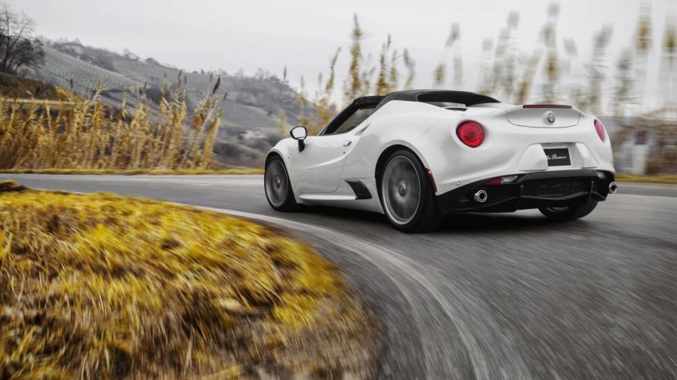 Alfa Romeo 4C Spider curva izquierda