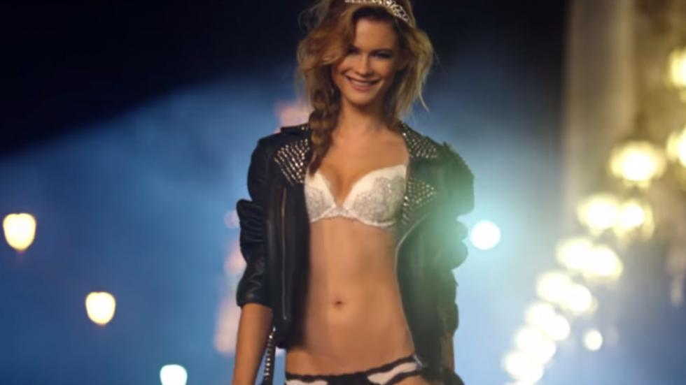Anuncios Victoria's Secret SuperBowl 2015 lenceria 6
