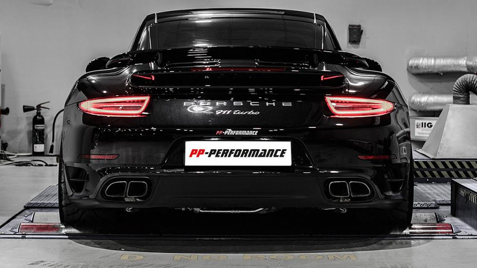 Porsche 911 de PP Performance detalle zaga pilotos