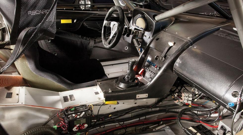 Un Aston Martin DBRS9 interior