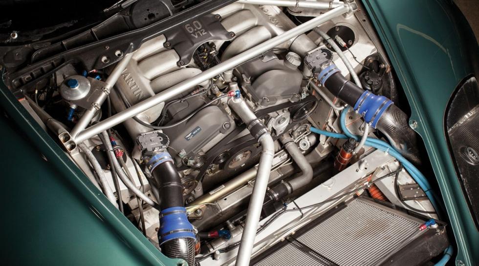 Un Aston Martin DBRS9 motor