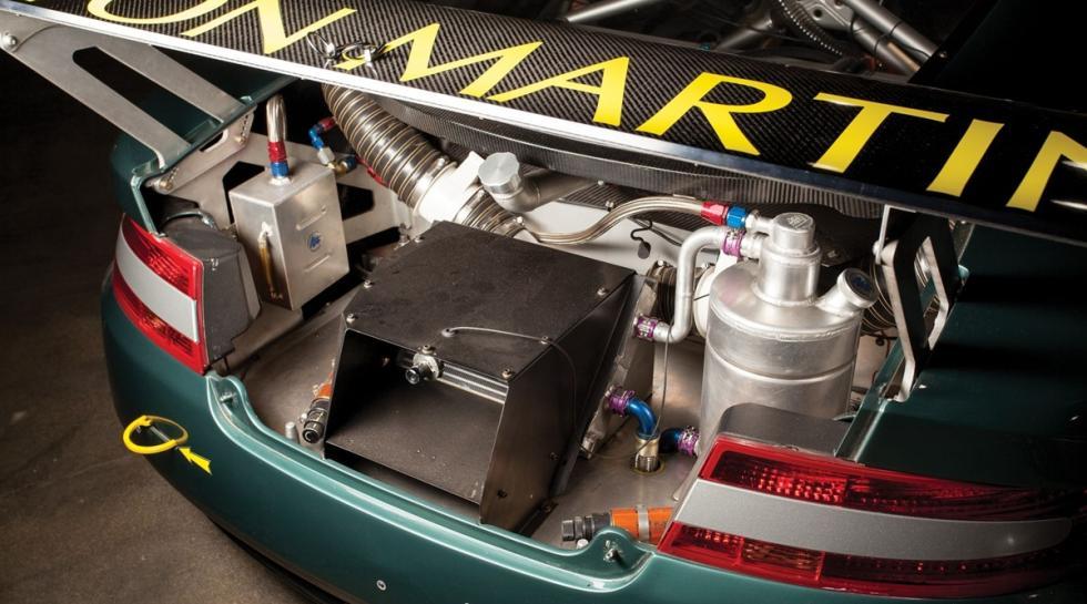 Un Aston Martin DBRS9 alerón