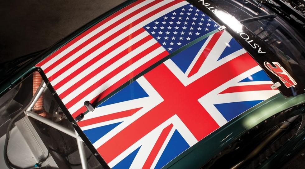 Un Aston Martin DBRS9 techo