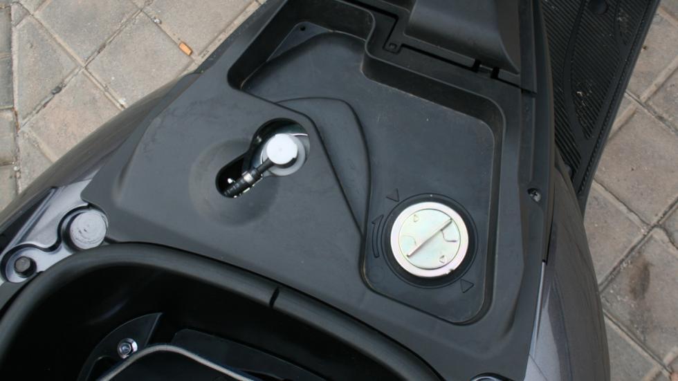 Yamaha-Tricity-125-depósito-gasolina