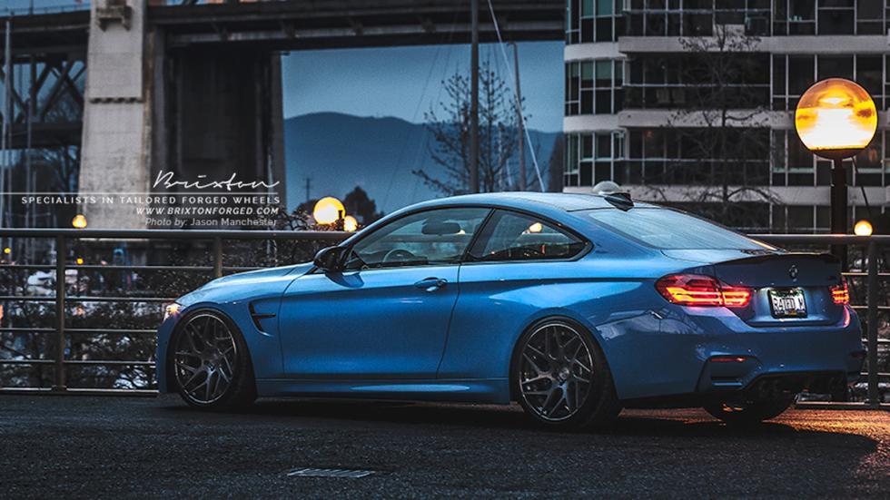 BMW M4 Yas Marina Blue trasera