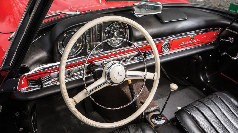 Mercedes 300 SL Roadster interior